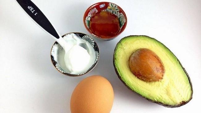 Mặt nạ trứng gà kết hợp với bơ và sữa chua