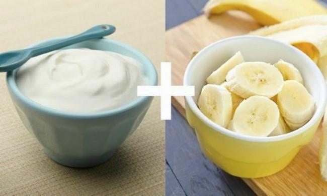 Trị mụn hiệu quả với chuối và sữa chua
