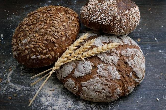 Cách làm bánh mì đen giảm cân đơn giản tại nhà