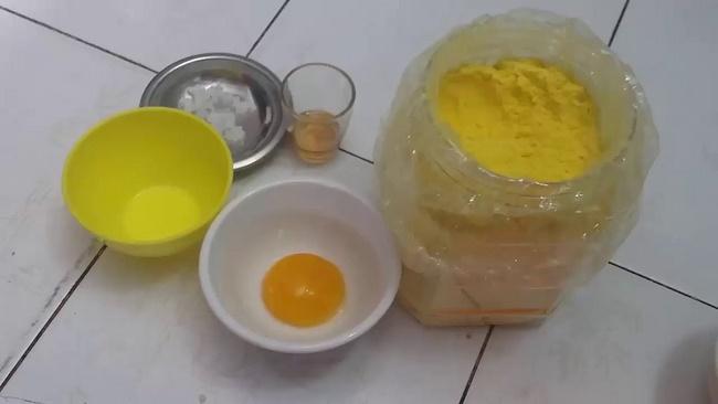 Lòng đỏ trứng gà với nghệ