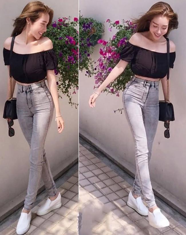 Phối đồ áo trễ vai với quần Jean