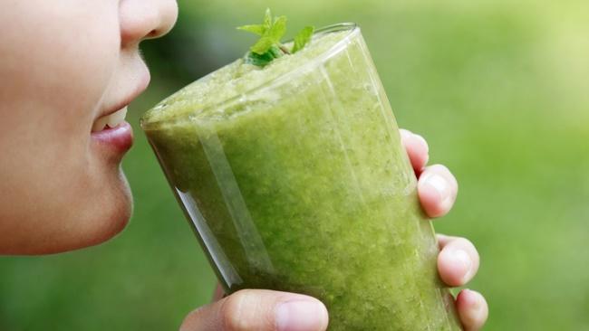 Uống nước ép cần tây giảm cân làm đẹp hiệu quả